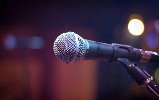 macro mic microphone 164829 320x202 - Hoe komen onze medewerkers gezond de feestdagen door?