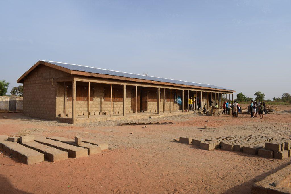 Schoolgebouw af e1551949727625 - Naar school in Ghana