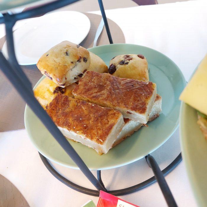 Scones en boterkoek